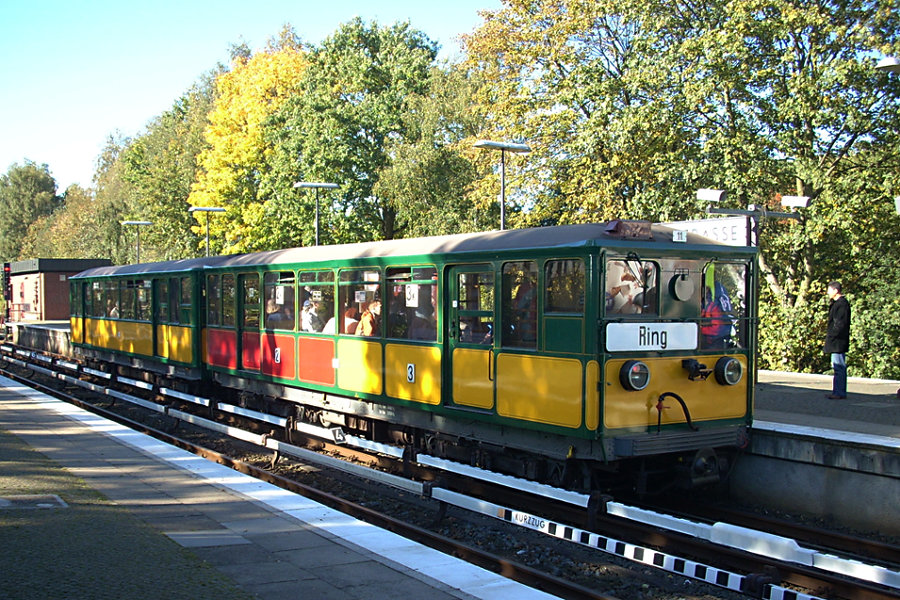 Der HHA T-Wagen-Zug aus T 220 und T 11 beim 7. Verkehrshistorischen Tag 2007 in der Haltestelle Saarlandstraße.