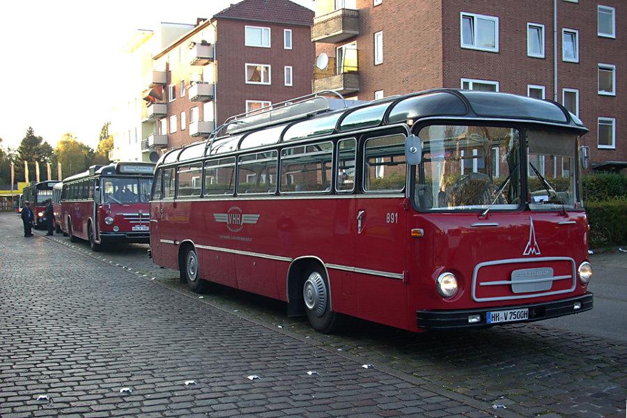 VHH 891 und 6406, PVG 249 sowie VHH 8433 beim 7. Verkehrshistorischen Tag 2007 auf der Omnibusanlage U/S Barmbek.