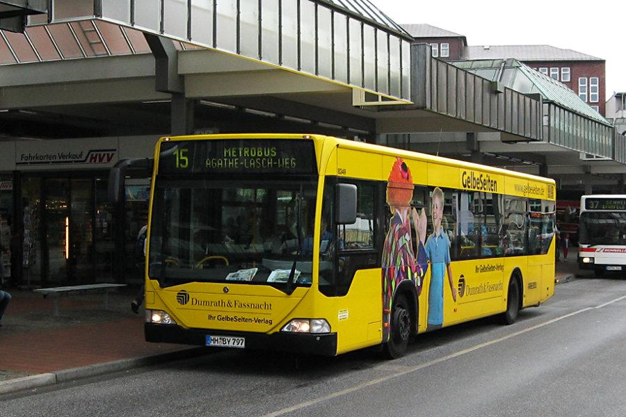 Jasper 8349 auf der Metrobus-Linie 15 auf der Busanlage Bf. Altona.