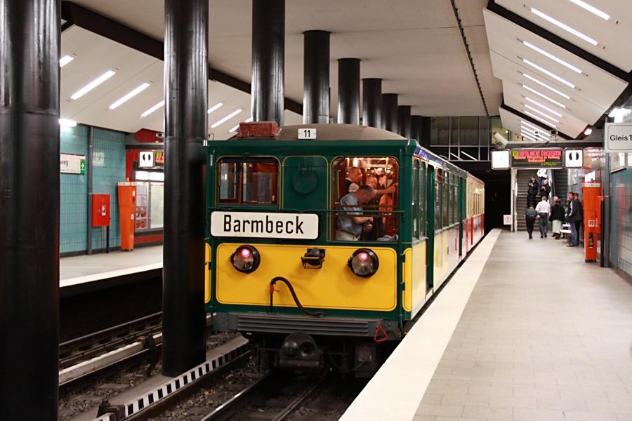 Sonderzug aus TU 1 8838 und T 1 11 in der Haltestelle Alter Teichweg.