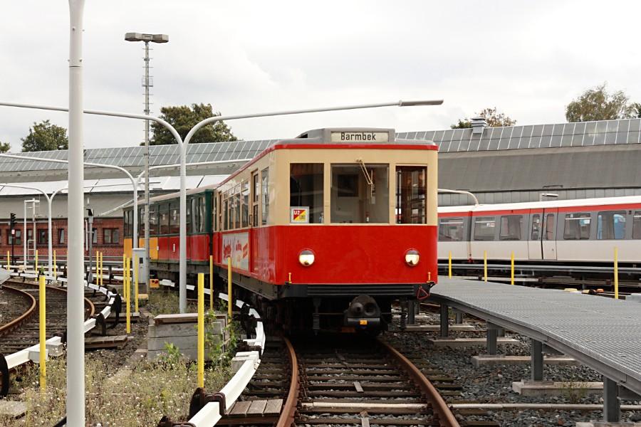Sonderzug aus TU 1 8838 und T 1 11 in der Betriebswerkstatt Barmbek.