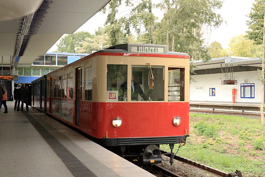 Sonderzug aus TU 1 8838 und T 1 11 in der Haltestelle Legienstraße.