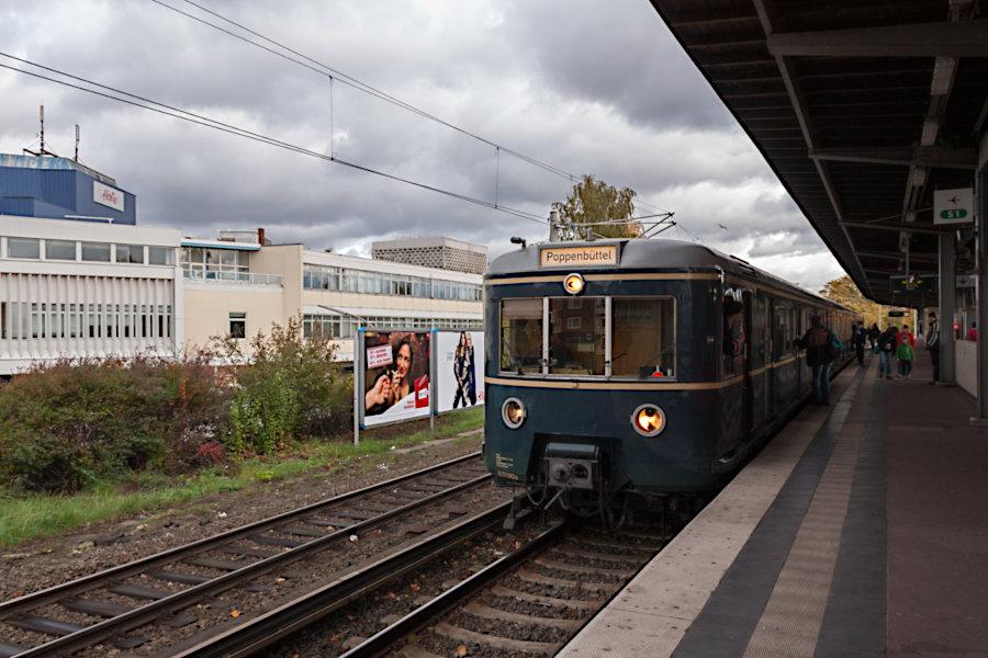 ET 471 082 der HiSH beim 10. Verkehrshistorischen Tag 2010 im Bahnhof Barmbek.