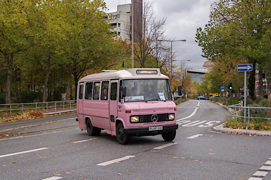 Wagen 249 der PVG (Bergziege) beim 10. Verkehrshistorischen Tag 2010 bei der Fahrt auf die Omnibusanlage S Poppenbüttel.