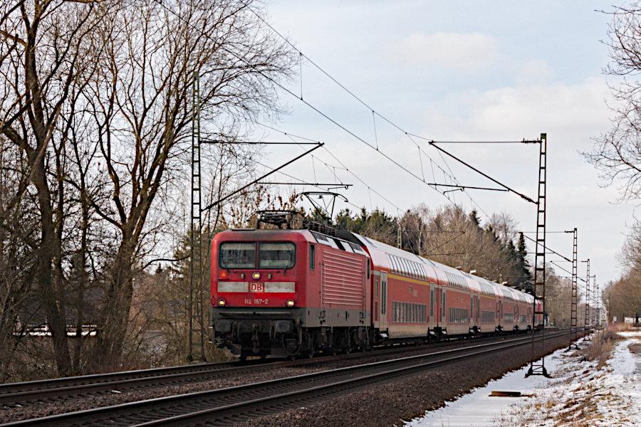 112 167 durchfährt mit RE 21021 den Haltepunkt Prisdorf.