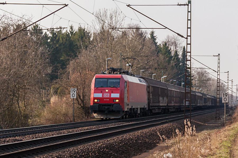 EG 3108 durchfährt mit einem Ganzzug den Haltepunkt Prisdorf