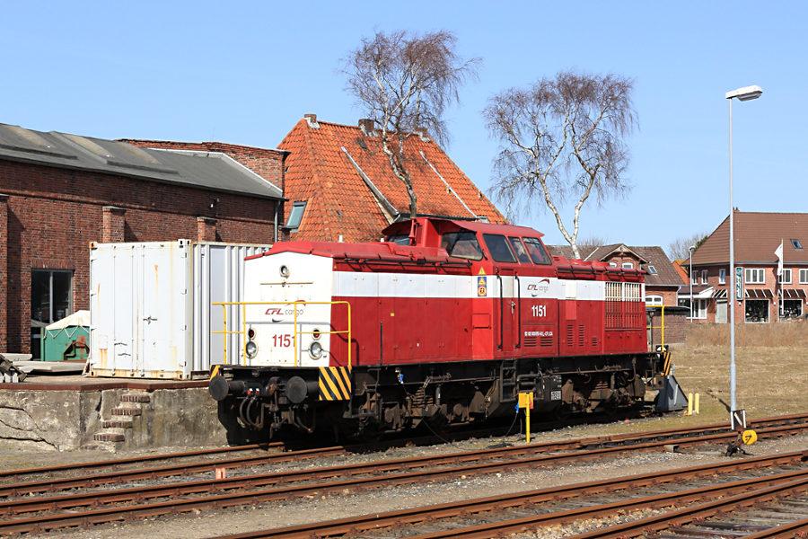 CFL 1151 (202 242) abgestellt im Bahnhof Niebüll (neg).