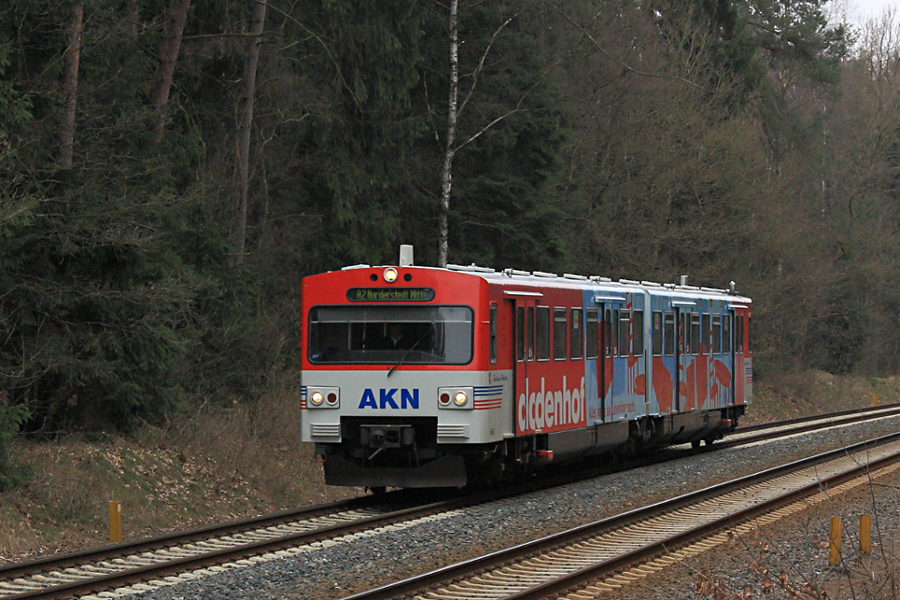 VTA 2.68 der AKN kurz vor Einfahrt in den Haltepunkt Meeschensee.