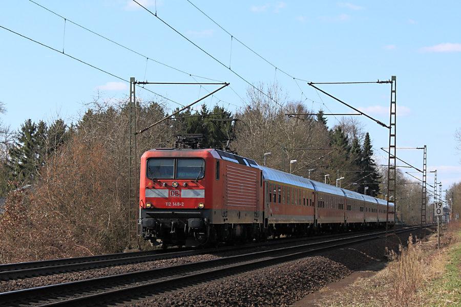 112 148 durchfährt mit SH-Express RE 21071 Haltepunkt Prisdorf.