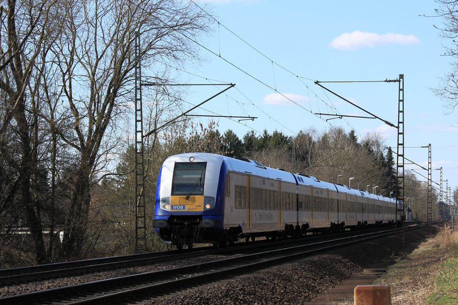 NOB 81717 durchfährt Haltepunkt Prisdorf.