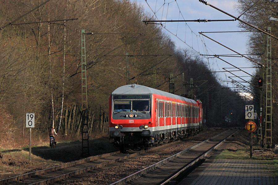 RB 21172 kurz vor dem Halt im Haltepunkt Prisdorf.