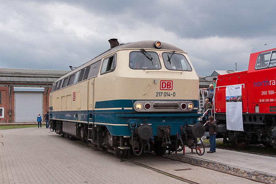 217 014 bei der 150 Jahr Feier Ausbesserungswerk Neumünster.