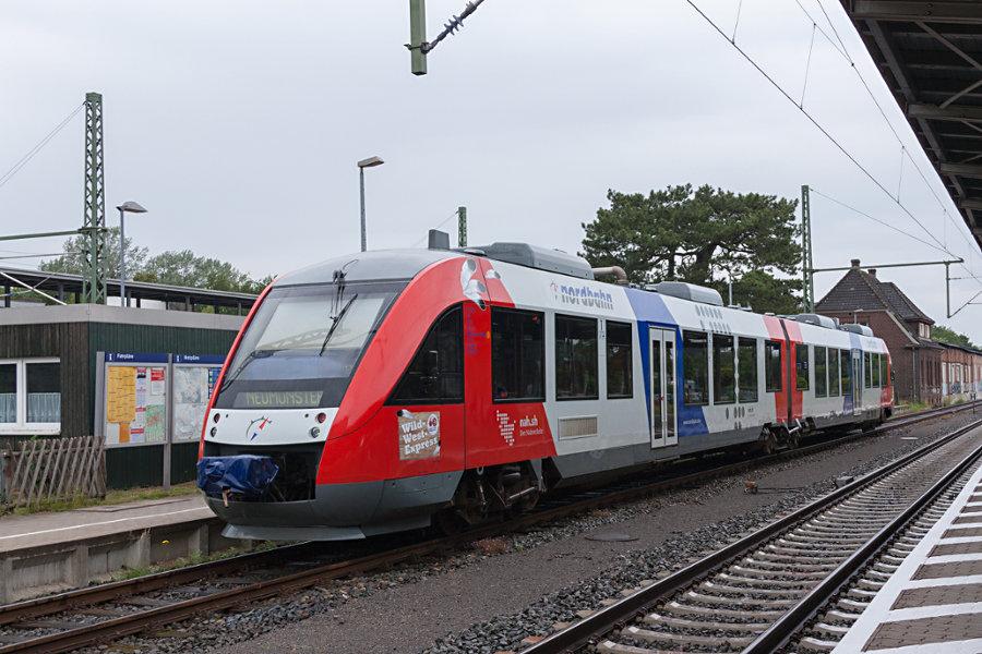 nordbahn VT 2.74 (648 148) im Bahnhof Bad Oldesloe.