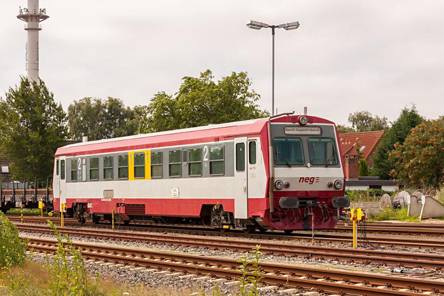 neg T4 (627 103) abgestellt im neg-Bahnhof Niebüll.