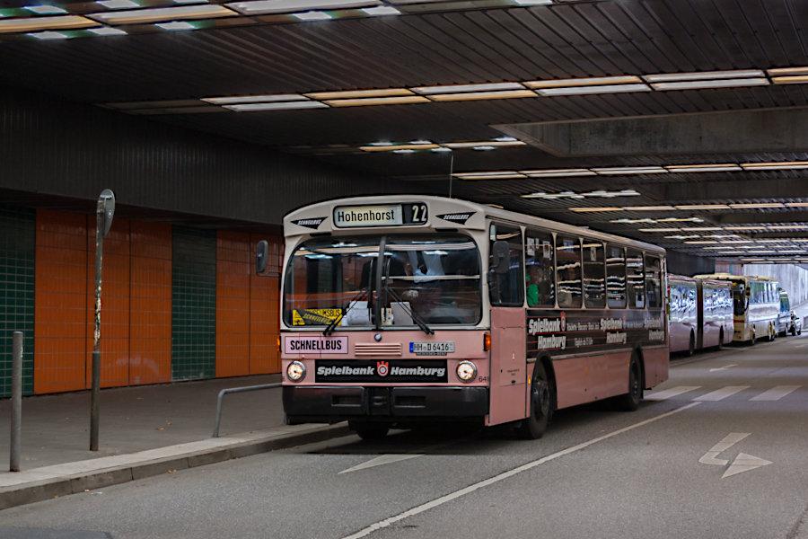 HOV 6416 (ex HHA 6416) in der Unterführung der Marseiller Straße beim CCH.