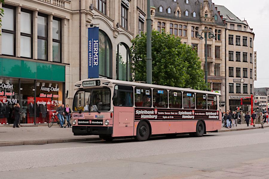 HOV 6416 (ex HHA 6416) an der Haltestelle Rathausmarkt.