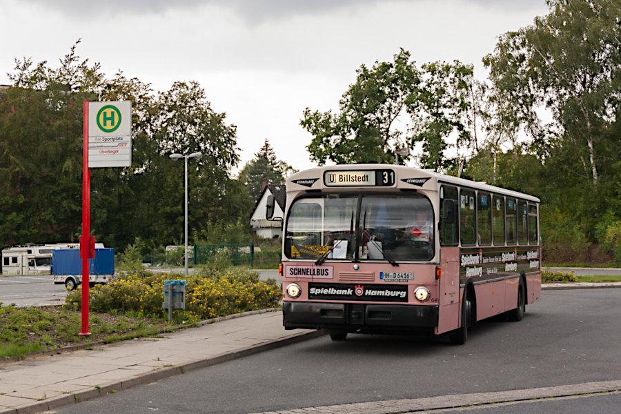 HOV 6416 (ex HHA 6416) an der Haltestelle Glinde, Am Sportplatz.