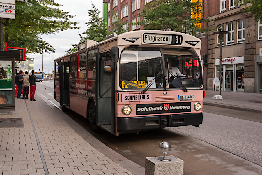 HOV 6416 (ex HHA 6416) an der Haltestelle Hauptbahnhof/Mönckebergstraße.