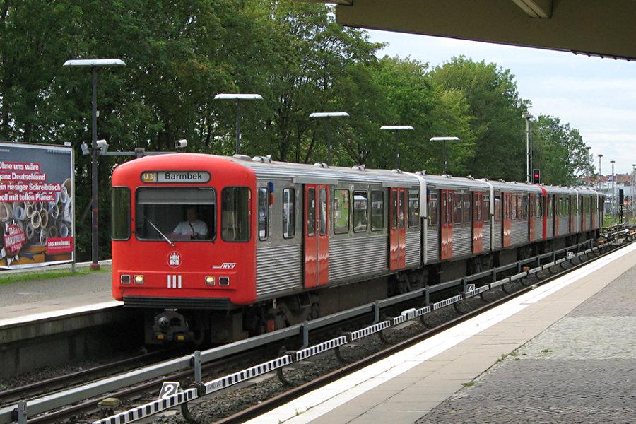 DT 3 LZB 925 und 924 in der Haltestelle Saarlandstraße.