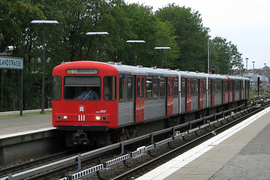 DT 3 LZB 926 und 923 in der Haltestelle Saarlandstraße.