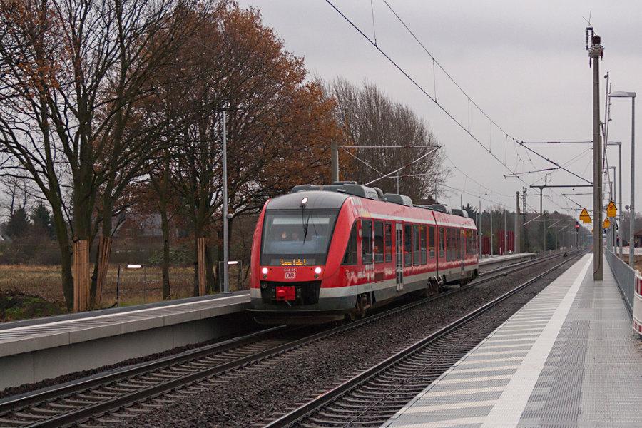 648 451 durchfährt als Leerfahrt den Bahnhof Radbruch.