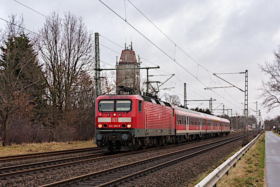 143 340 mit einer RB aus Neumünster nach der Durchfahrt durch den Bahnhof Brokstedt.