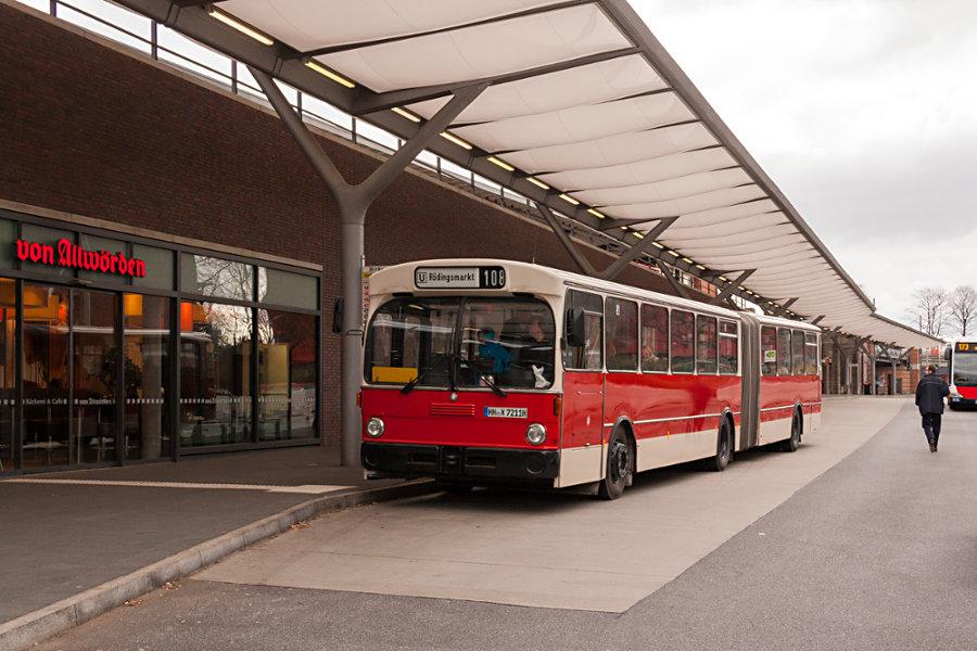 HOV 7211 (ex HHA 7211) auf der Omnibusanlage Barmbek.