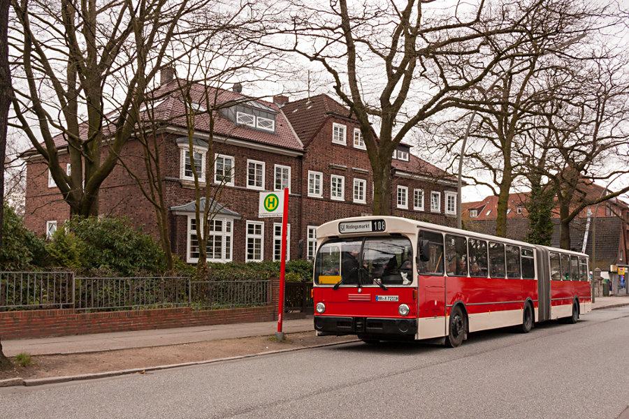 HOV 7211 (ex HHA 7211) im Überliegebereich der Haltestelle U Borgweg.