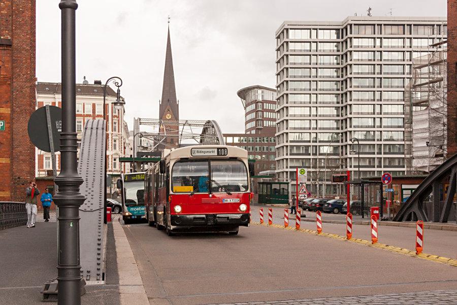 HOV 7211 (ex HHA 7211) an der Haltestelle Bei St. Annen.