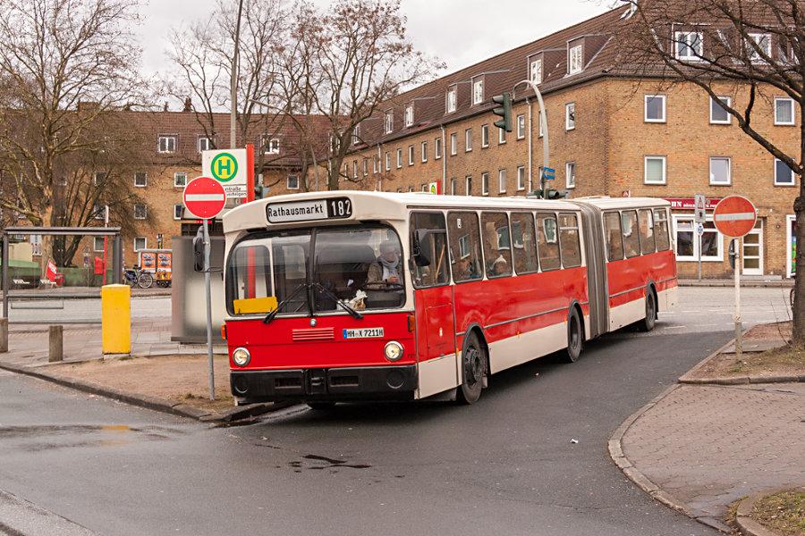 HOV 7211 (ex HHA 7211) an der Haltestelle S Elbgaustraße.