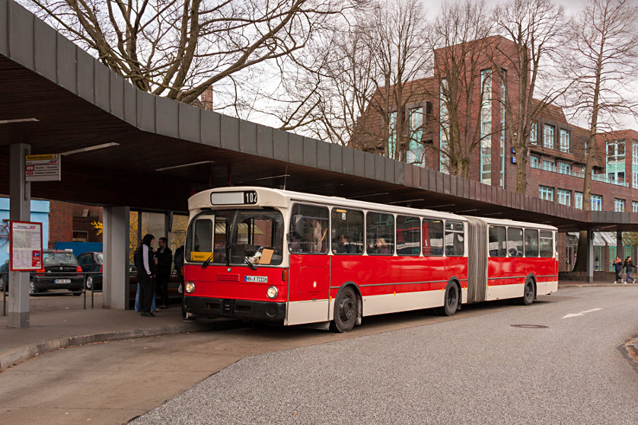 HOV 7211 (ex HHA 7211) auf der Omnibusanlage U Niendorf Markt.