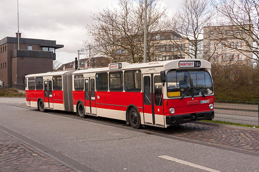 HOV 7211 (ex HHA 7211) auf der Omnibusanlage Bf. Rahlstedt.