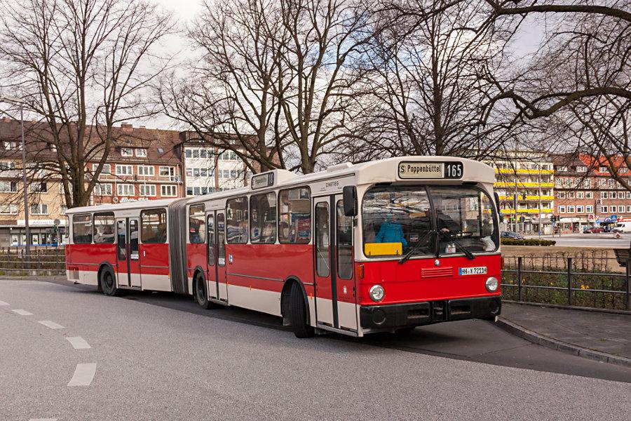 HOV 7211 (ex HHA 7211) auf der Omnibusanlage Wandsbek Markt.