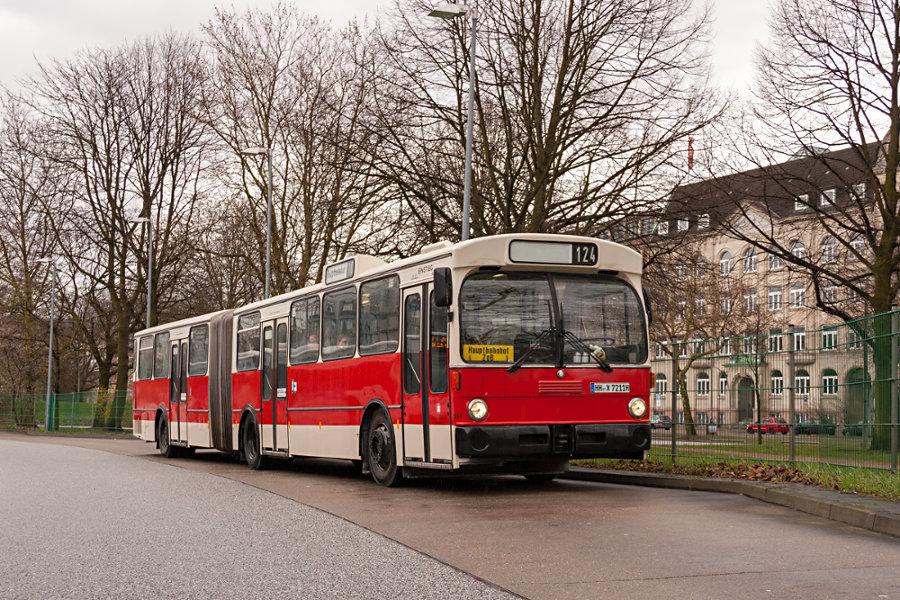 HOV 7211 (ex HHA 7211) auf dem ZOB Hauptbahnhof.