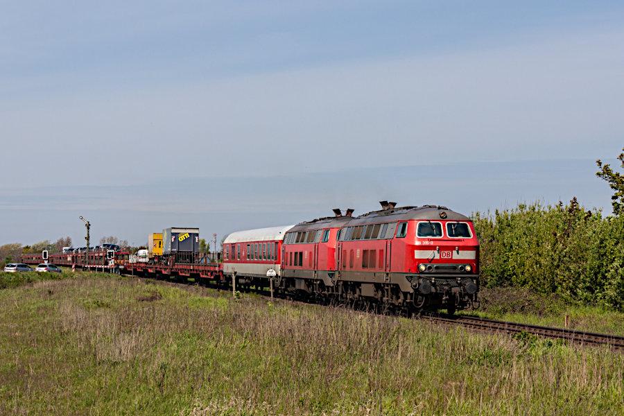 218 315 und eine weitere 218 mit dem SyltShuttle AS 1431 vor der Einfahrt in den Bahnhof Keitum