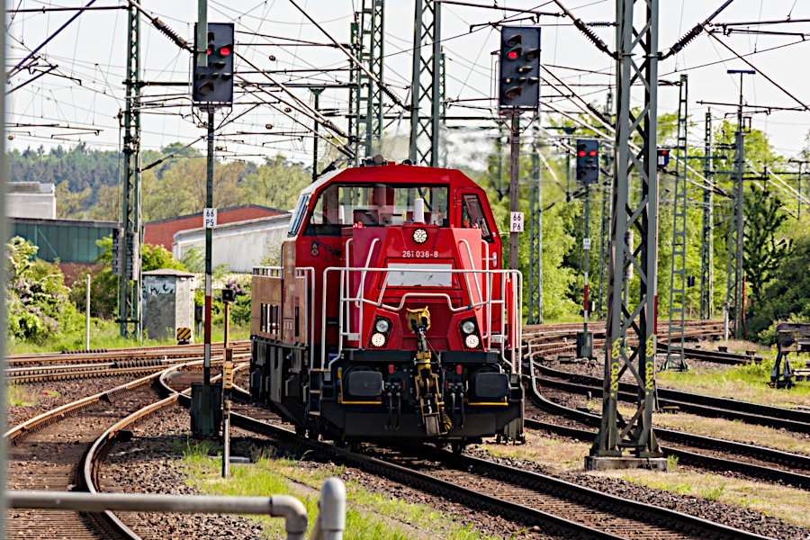261 036 beim Rangieren im Bahnhof Itzehoe.
