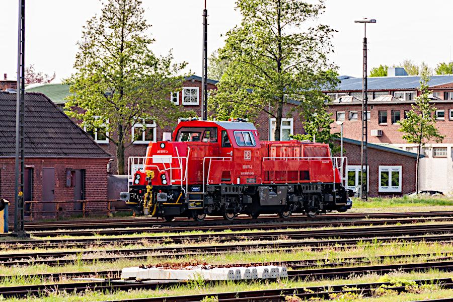 261 077 abgestellt im Bahnhof Itzehoe.