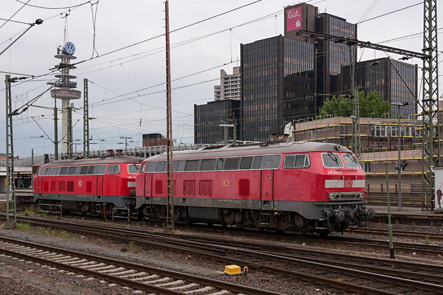 218 470 und 218 451 abgestellt im Hauptbahnhof Hannover.