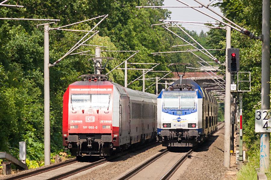 101 080 und 146-03 (146 503) beim Haltepunkt Klecken.