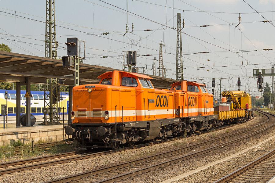 LOCON 205 (212 263) und 208 (212 357) mit Bauzug in Bremen Hauptbahnhof.