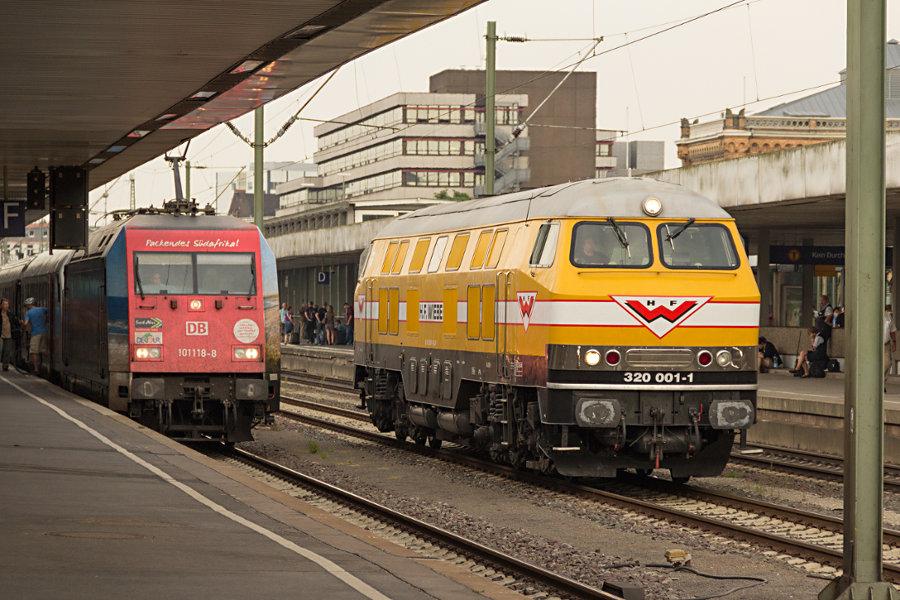320 001 und 101 118 in Hannover Hauptbahnhof.