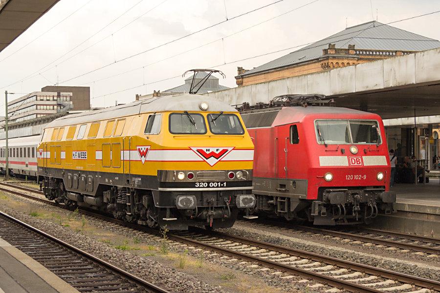 320 001 und 120 102 in Hannover Hbf.