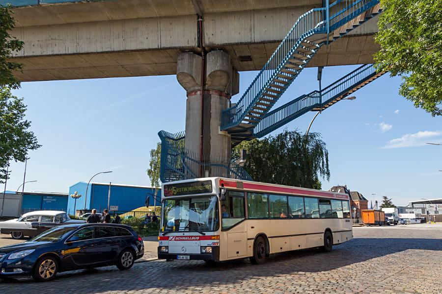 """HOV 6502 (ex HHA) während des """"Tags des offenen Denkmals"""" 2012 bei der 50er Jahre Tankstelle Brandshof."""