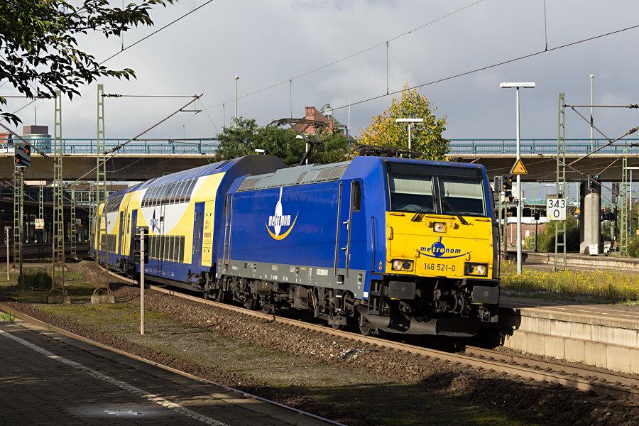 146 521 bei der Ausfahrt aus dem Bahnhof Hamburg-Harburg mit einem MEr Richtung Lüneburg.