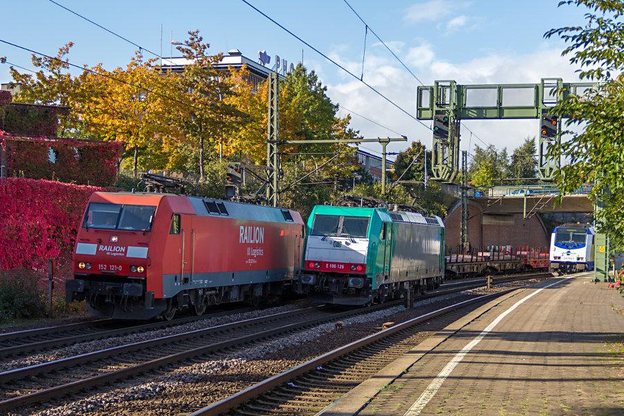 V.l.n.r. 152 121, 186 126 und 246 005 im Bahnhof Hamburg-Harburg.