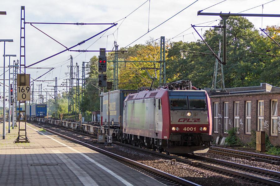 CFL 4001 durchfährt mit einem Güterzug den Bahnhof Hamburg-Harburg.