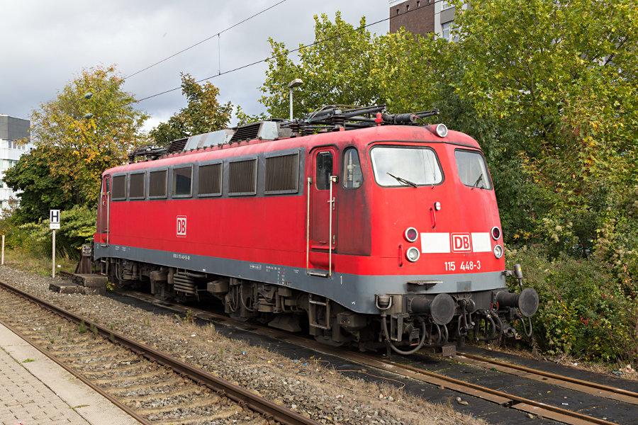 115 448 abgestellt im Bahnhof Neumünster.