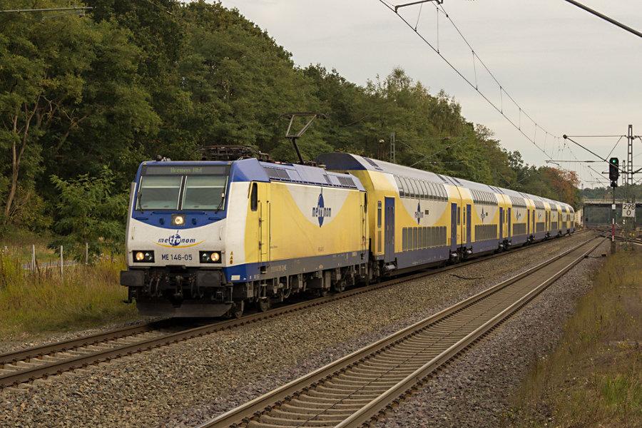 146 505 durchfährt mit einem ME den Bahnhof Lauenbrück.