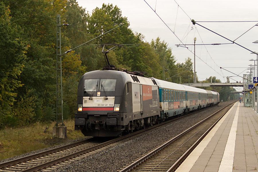 182 534 durchfährt mit HKX 1801 den Bahnhof Lauenbrück.
