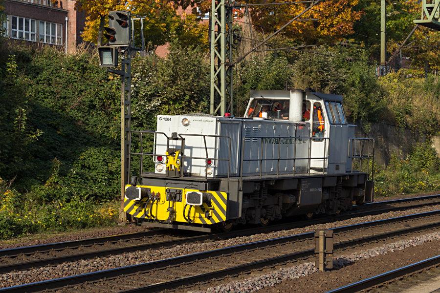 276 013 durchfährt den Bahnhof Hamburg-Harburg.